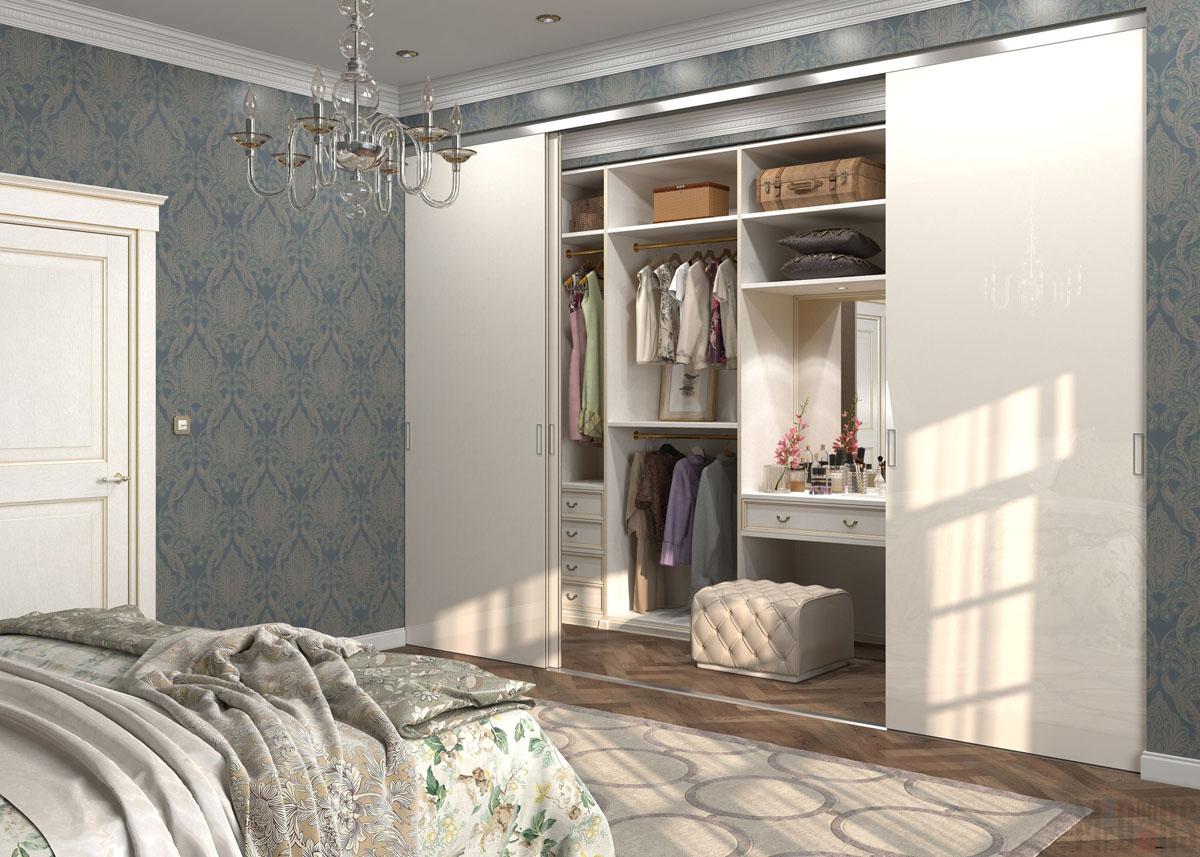 Светлая гардеробная в классическом стиле