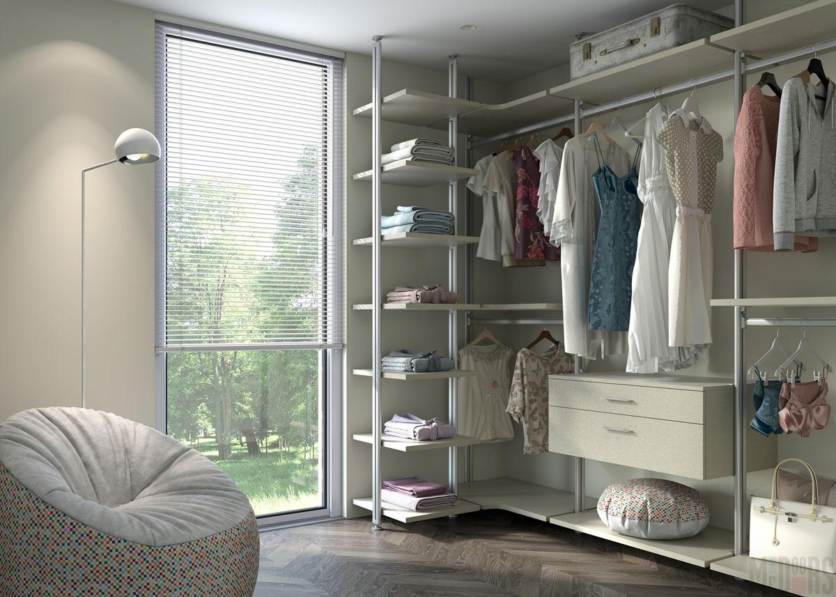 Открытые модули хранения в светлой гардеробной