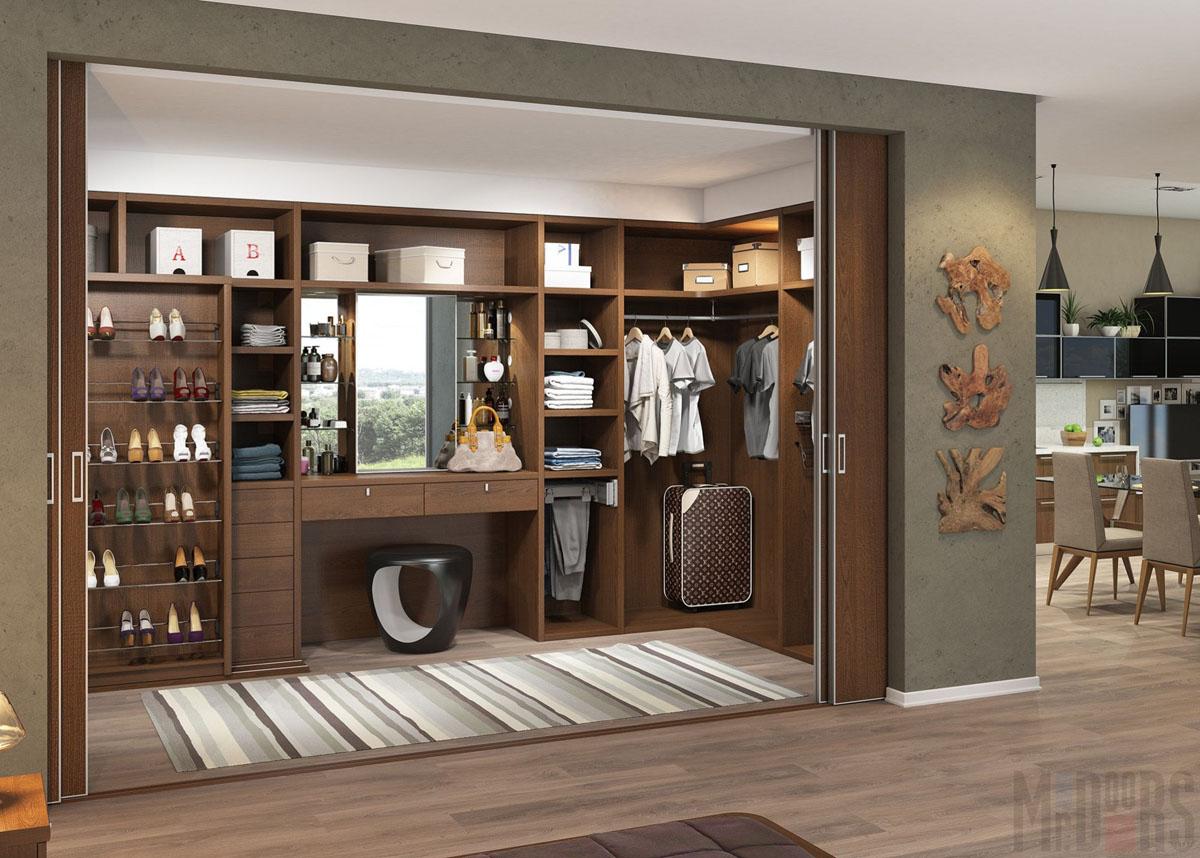 Просторная коричневая гардеробная с туалетным столиком